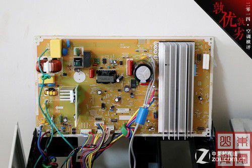 电路部分,松下cu-he13kh1空调采用大电路板设计