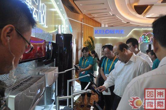 海信科龙首席科学家王志刚博士现场演示海信空调操控